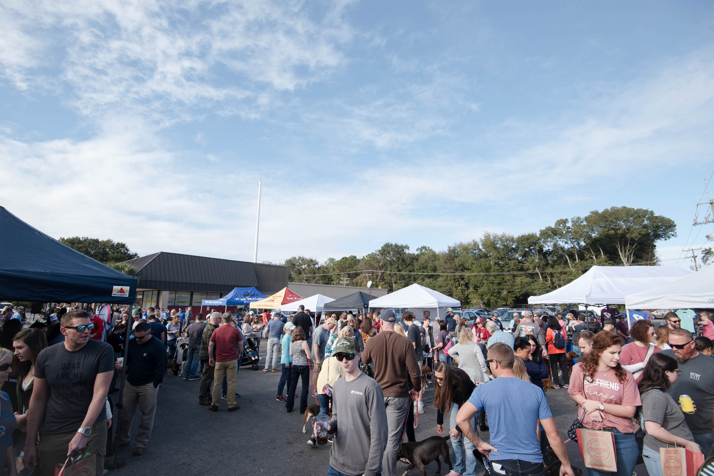 Hundreds of people came out to Smoky Oak Taproom for Lowcountry Dog's Eat, Drink & Rescue!