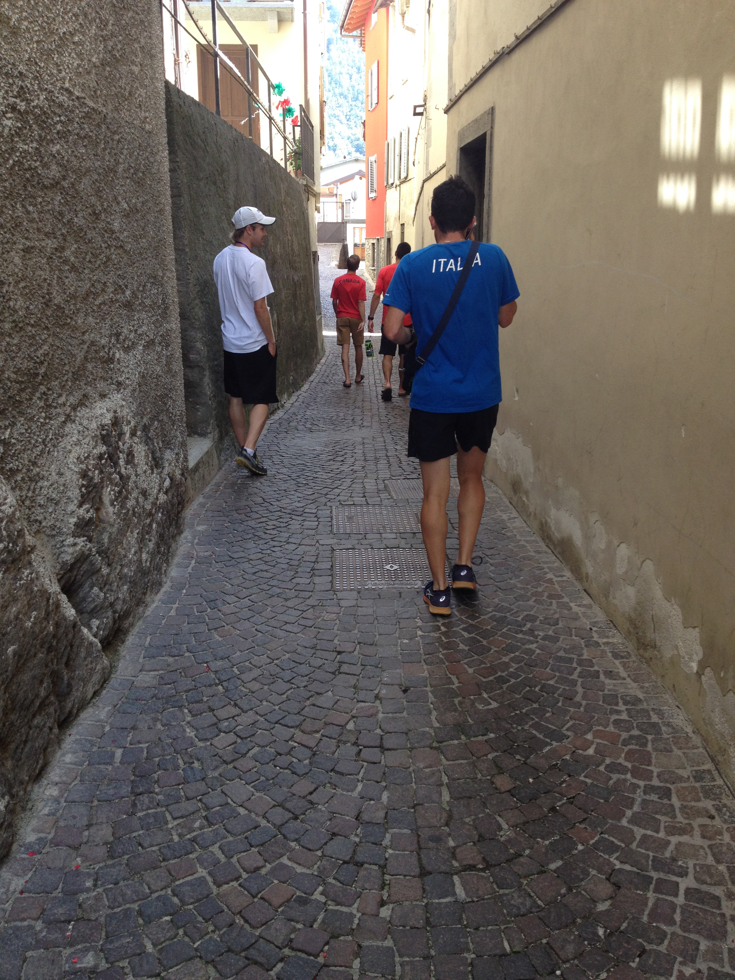 About 500m from the start line, the course narrowed to about 6 feet through a cobblestone alley.