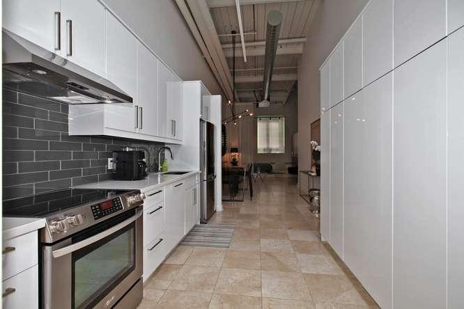 115326 Carlaw Ave Toronto ON-small-012-10-Kitchen-666x444-72dpi.jpg