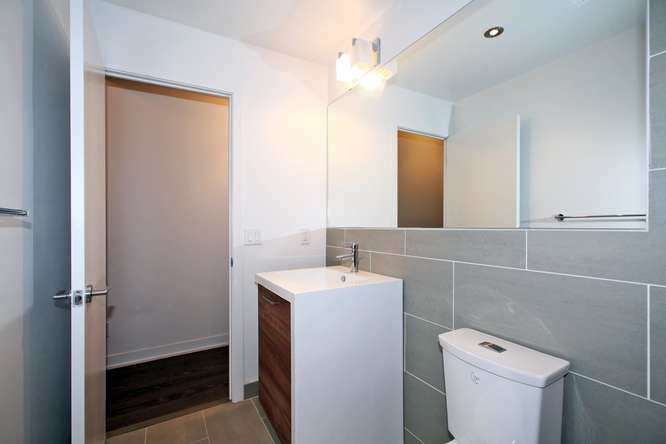 1201 Dundas Street E Unit 501-small-018-9-Bathroom-666x444-72dpi.jpg