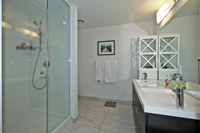 30 Nelson St Unit 423 Toronto-small-021-15-Master Bedroom Ensuite-666x444-72dpi.jpg