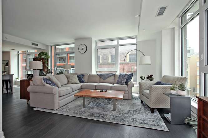 30 Nelson St Unit 423 Toronto-small-005-4-Living Room-666x444-72dpi.jpg