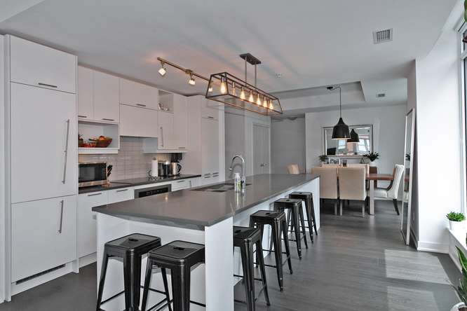 30 Nelson St Unit 423 Toronto-small-017-38-KitchenBreakfast Bar-666x444-72dpi.jpg