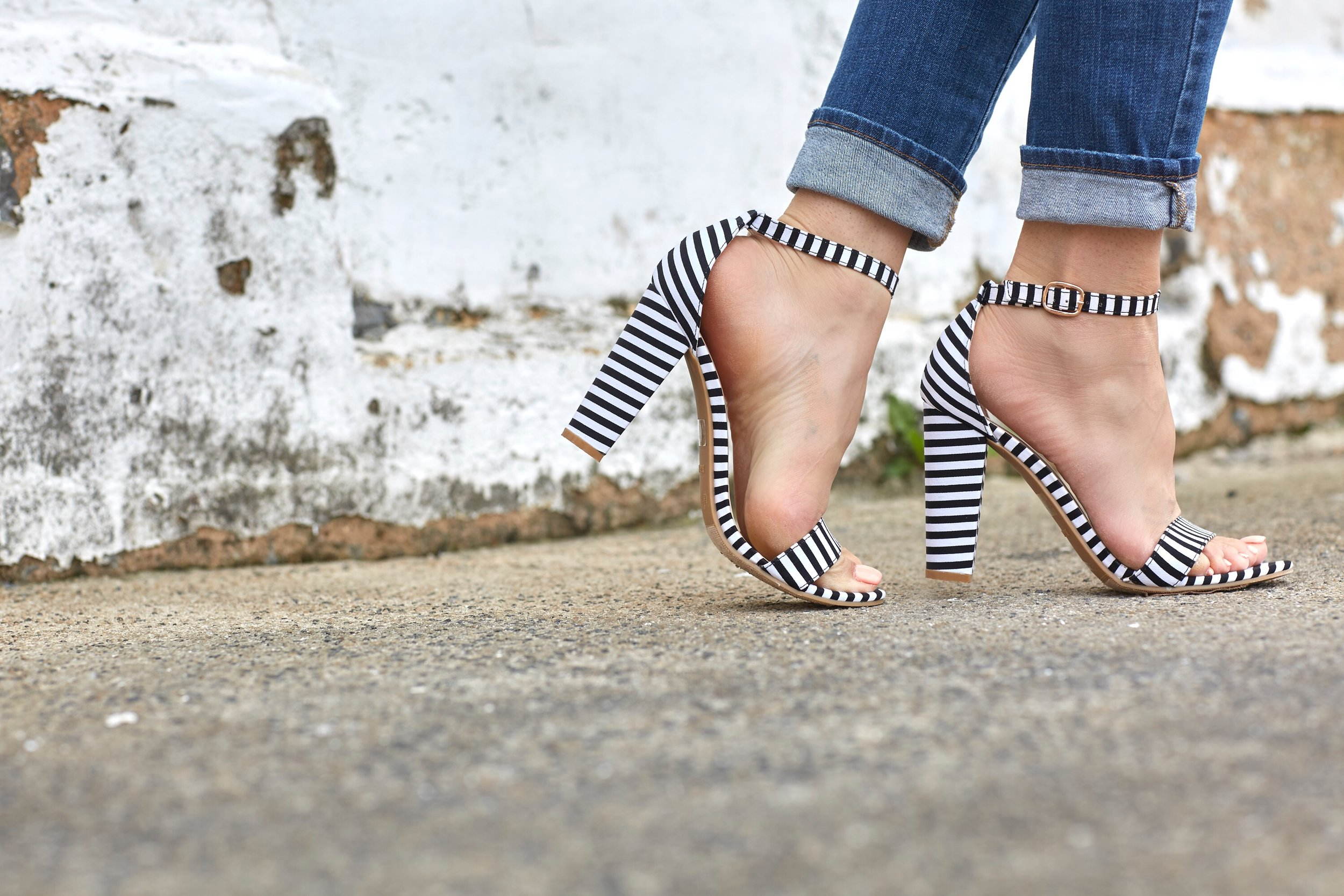 stripped-heels-ripped-jeans