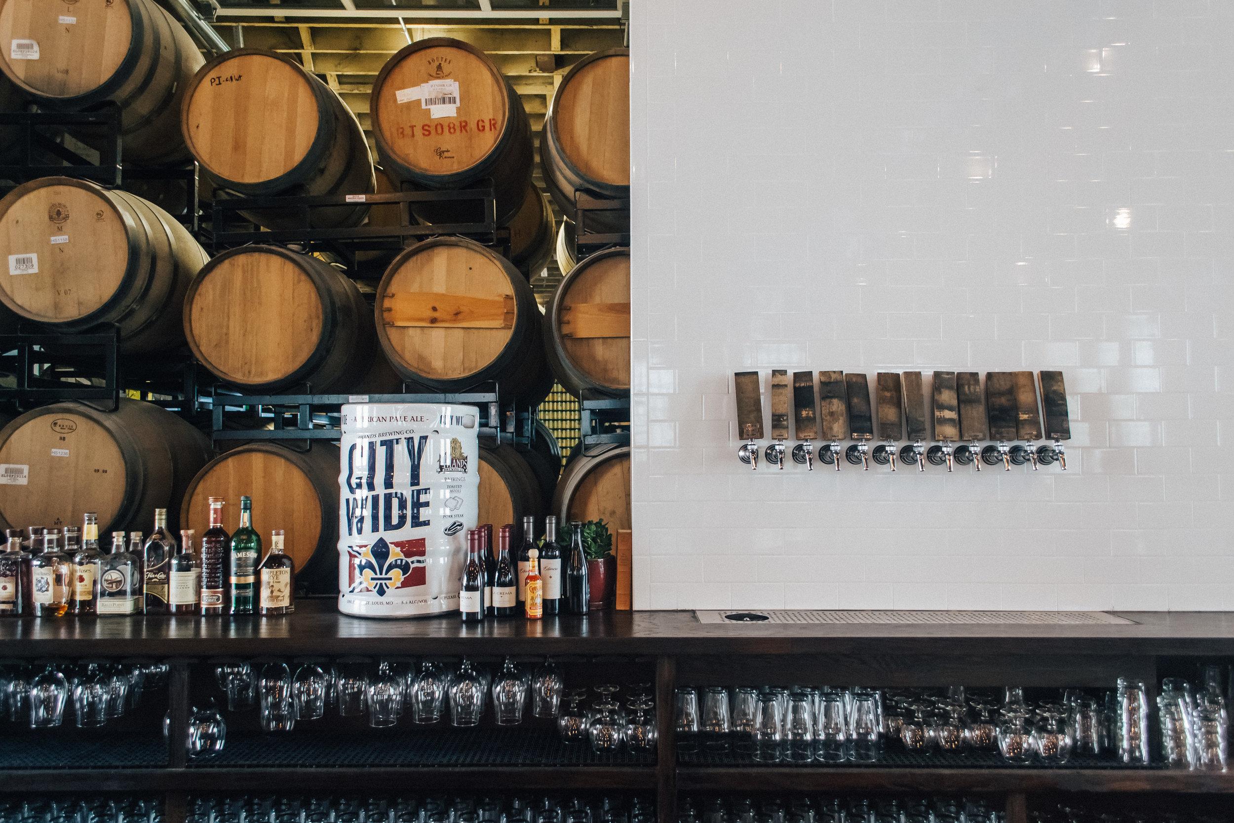 4-Hands-Brewing-St-Louis-Missouri-Beer-Matt-Sampson-Photography-Bar.jpg