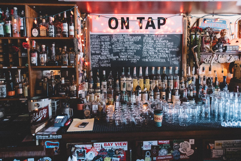 Burnhearts-Bar-Milwaukee-Wisconsin-Matt-Sampson-Photography.jpg