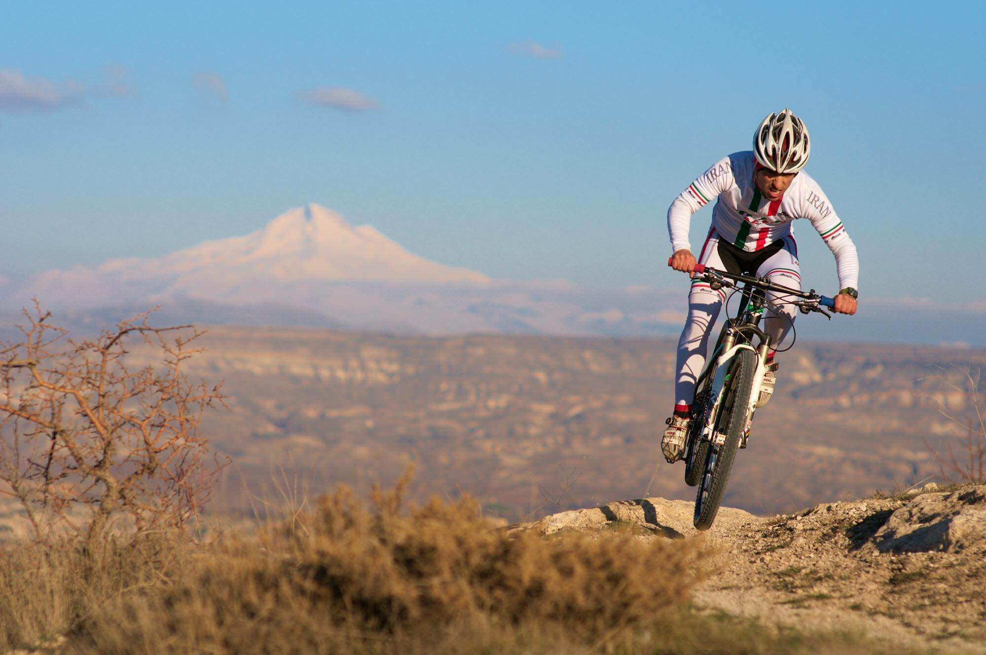Sina racing in Turkey, Erciyes Peak in the background. Copyright Seb Rogers -https://www.cranked.cc/