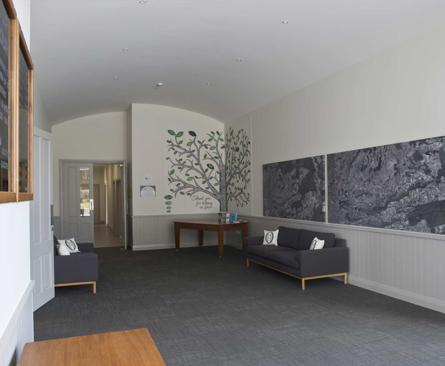 oropi-hall-inside4-foyer.jpg