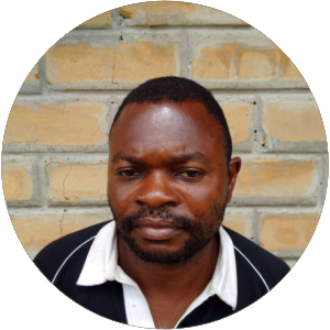 Serge Makelela    (Ing agro Unikin)    Responsable du volet pépinière et reboisement    📞+243  819197351   ✉    sergemakelela@gmail.com