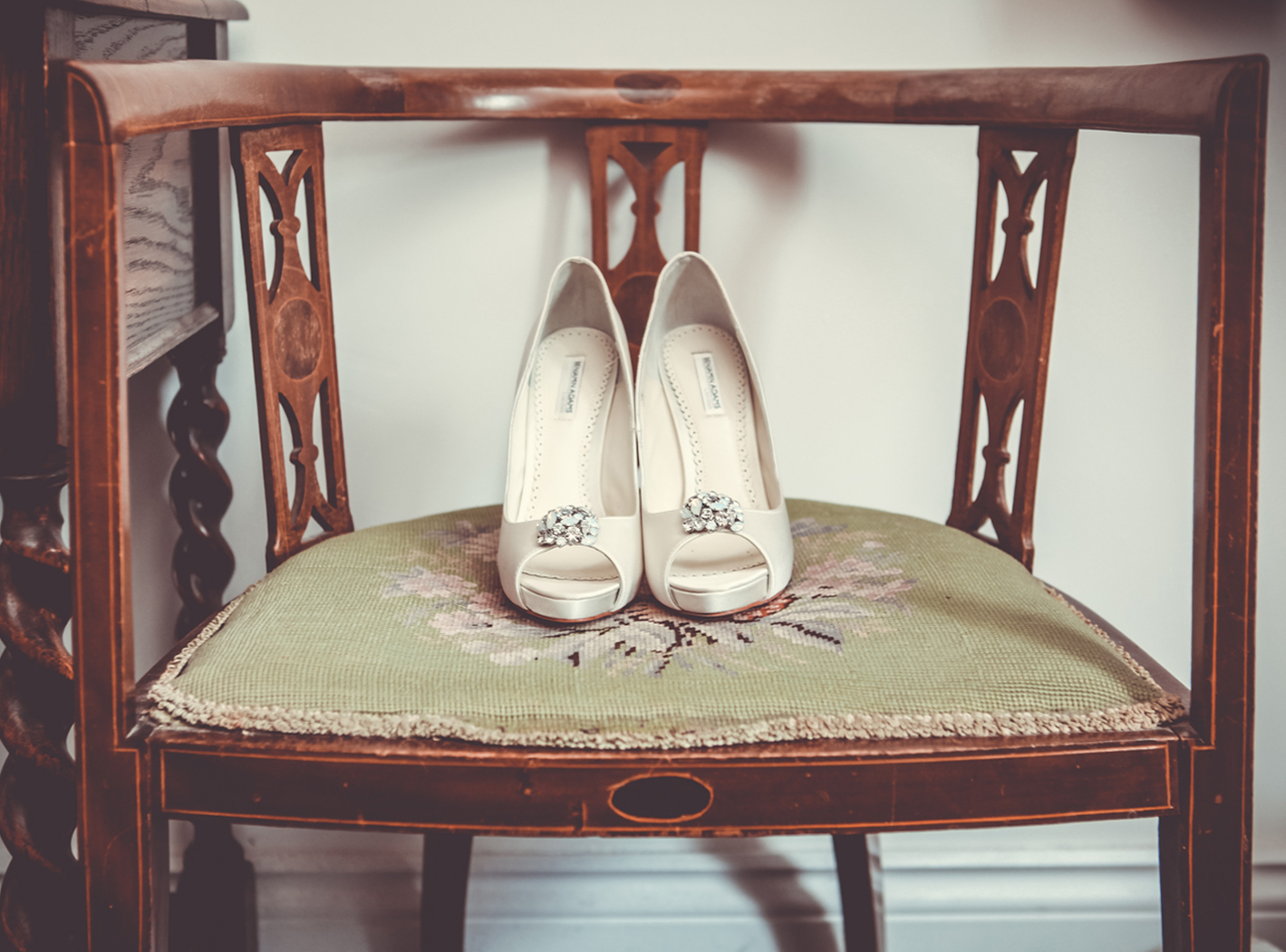 wedding shoes vintage chair.jpg