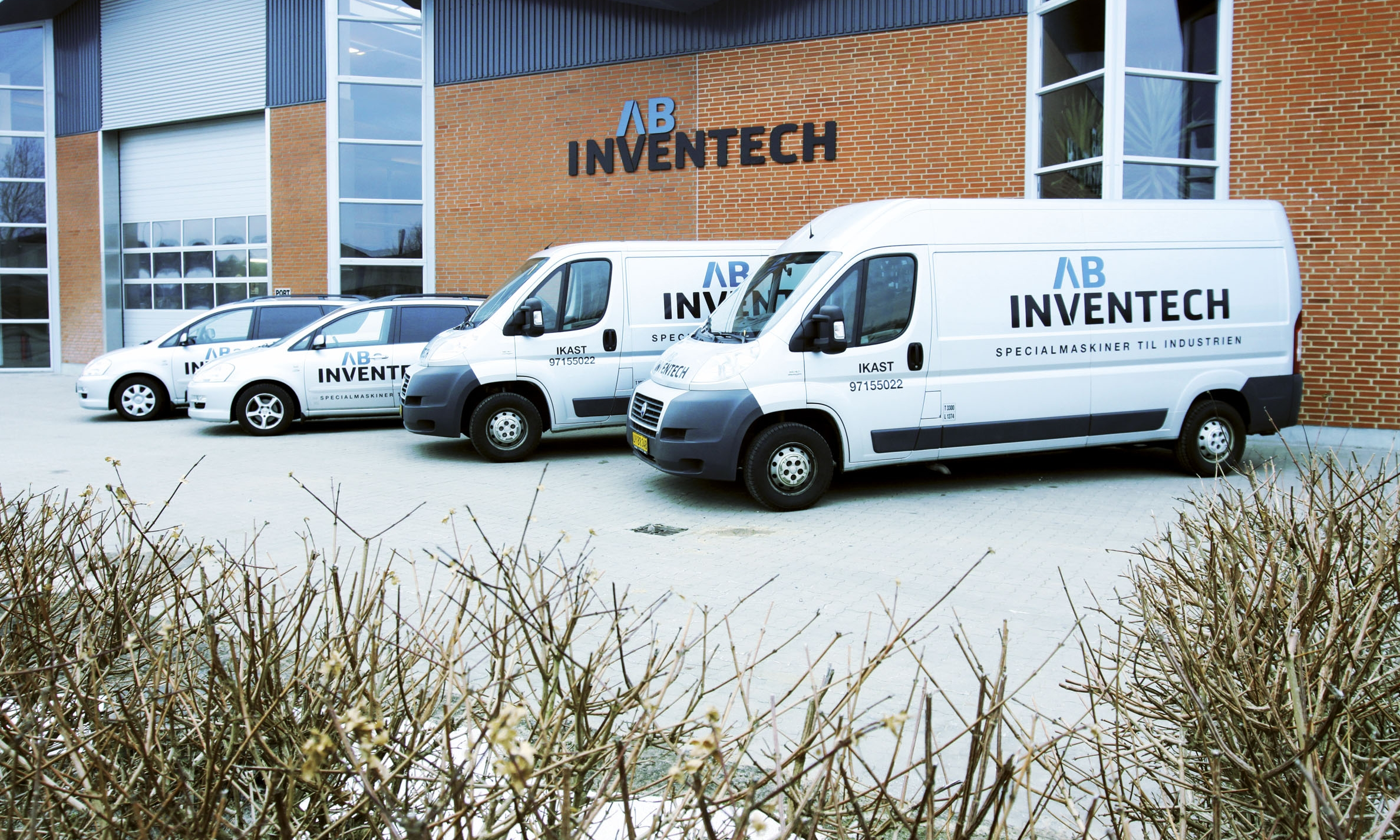 FAST ASSISTANCE WHEN YOU NEED IT  Very few companies earn money when their production equipment has stopped running. Consequently, AB Inventech A/S has established an extended servicing scheme for our customers. The extended servicing scheme means you will get fast and efficient assistance if your equipment fails - even outside normal working hours. We will send our highly-professional service team and an experienced machinery manufacturer whenever you need them.