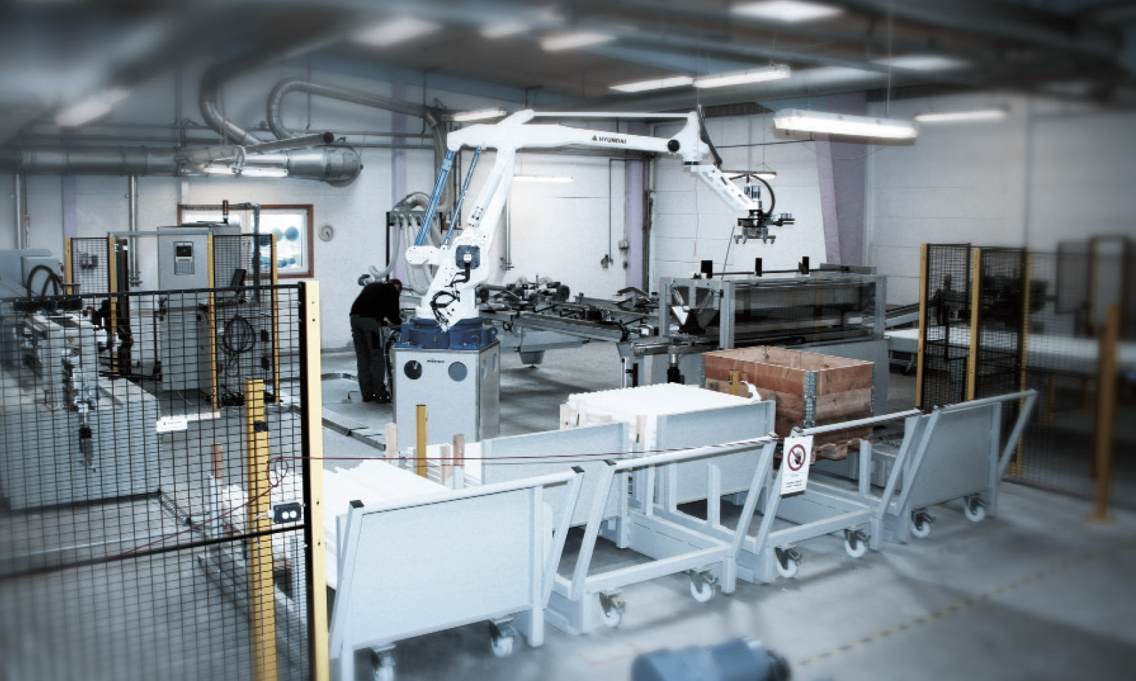 ROBOT SYSTEM  Fully-automated machining cell for the manufacture of PEHD threaded pipes and filter pipes.