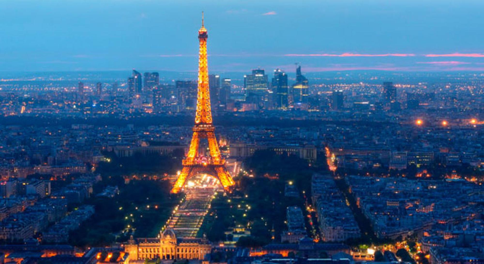 paris-tour-eiffel-at-night.jpg