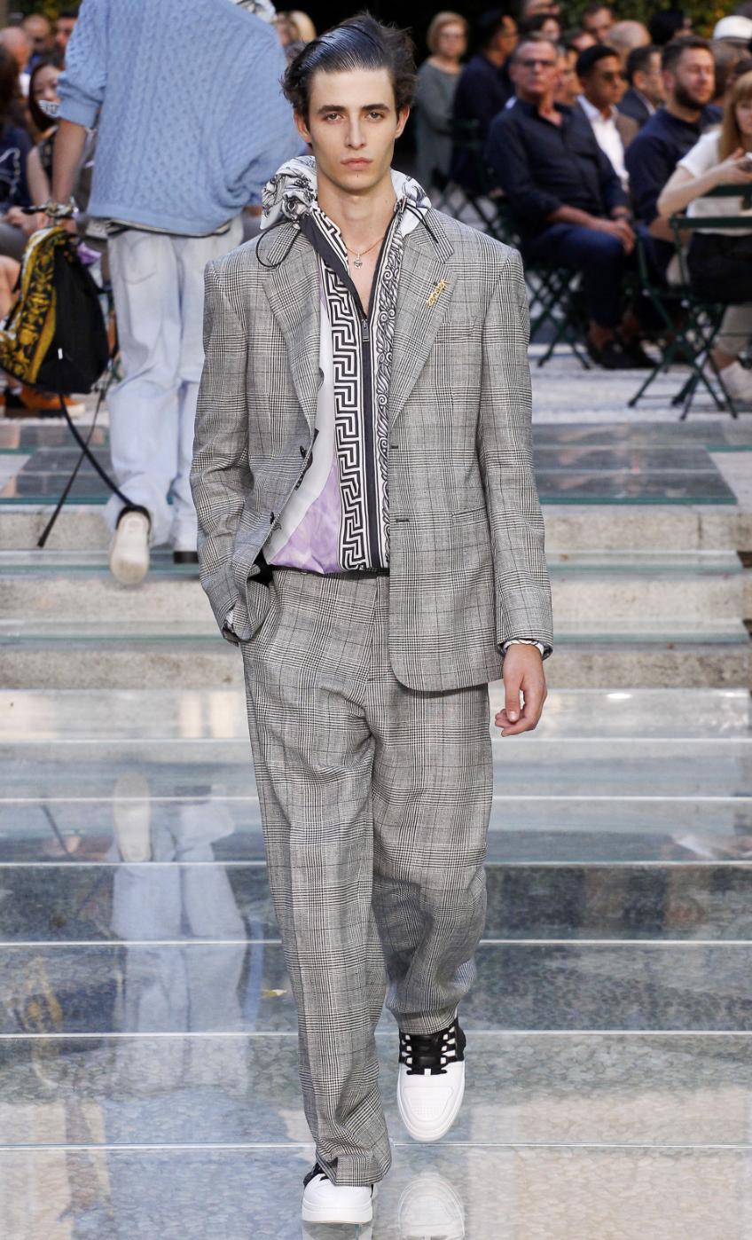 Versace DTK Men 3.png