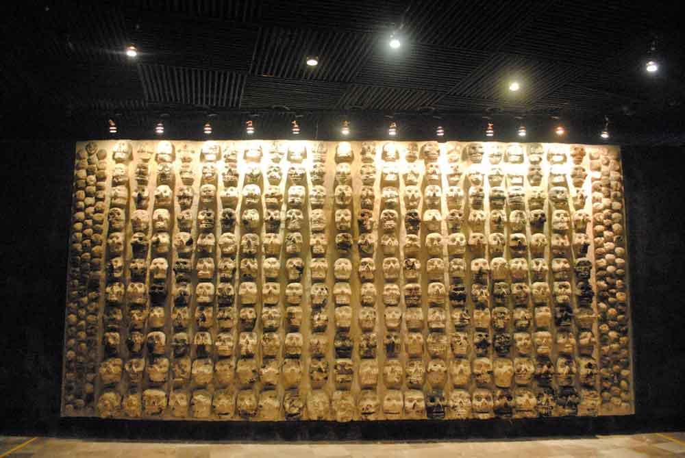 Artifacts on display at the  Museo y Zona Arqueológica del Templo Mayor . © Christine Elizabeth Laprade.