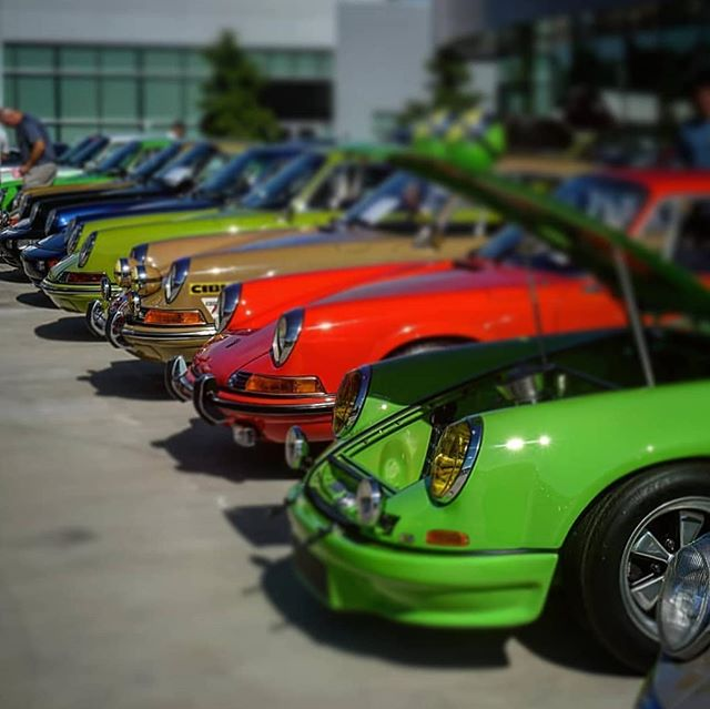 911s lined up just like colorful crayolas... #porsche #porsche911 #vintage #stylish #dtkmen