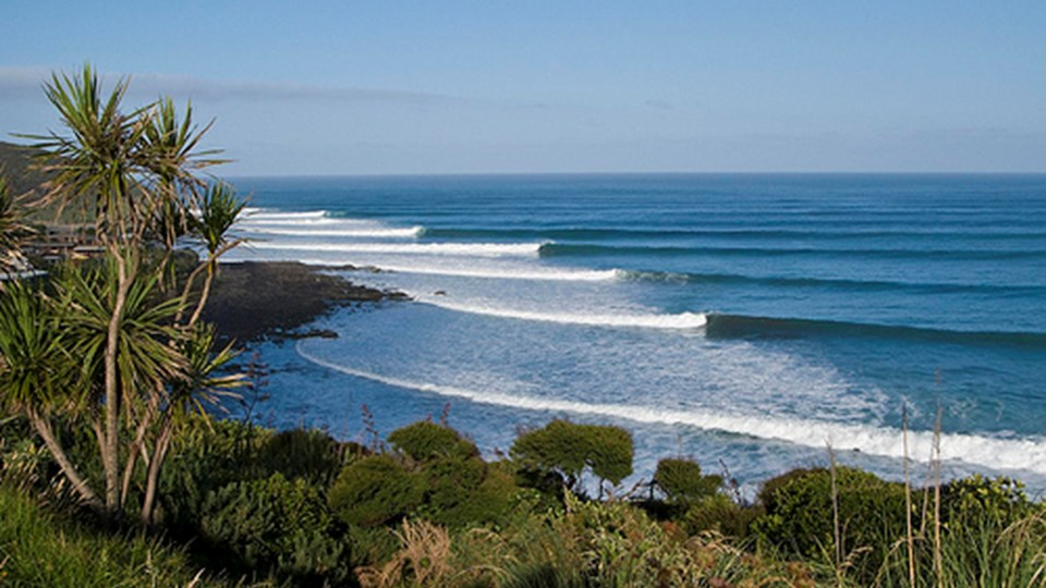 ledt-hand-surf-break-raglan-new-zealand.jpeg