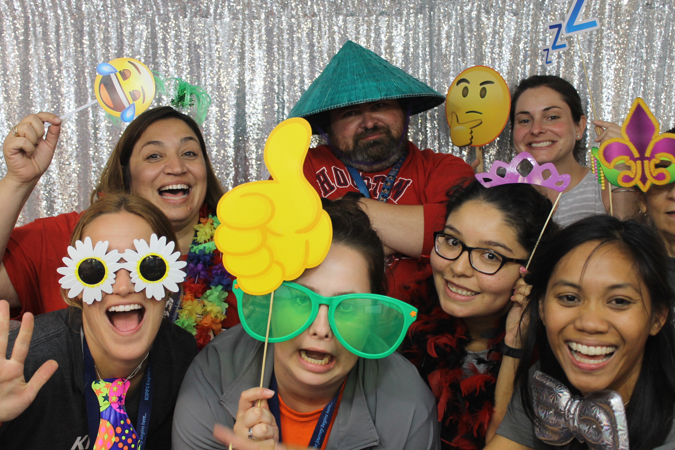 1. More people in the photo: When you have an enclosed photo booth you are limited to the number of people you can fit into a shot and as a result, friends get left out.