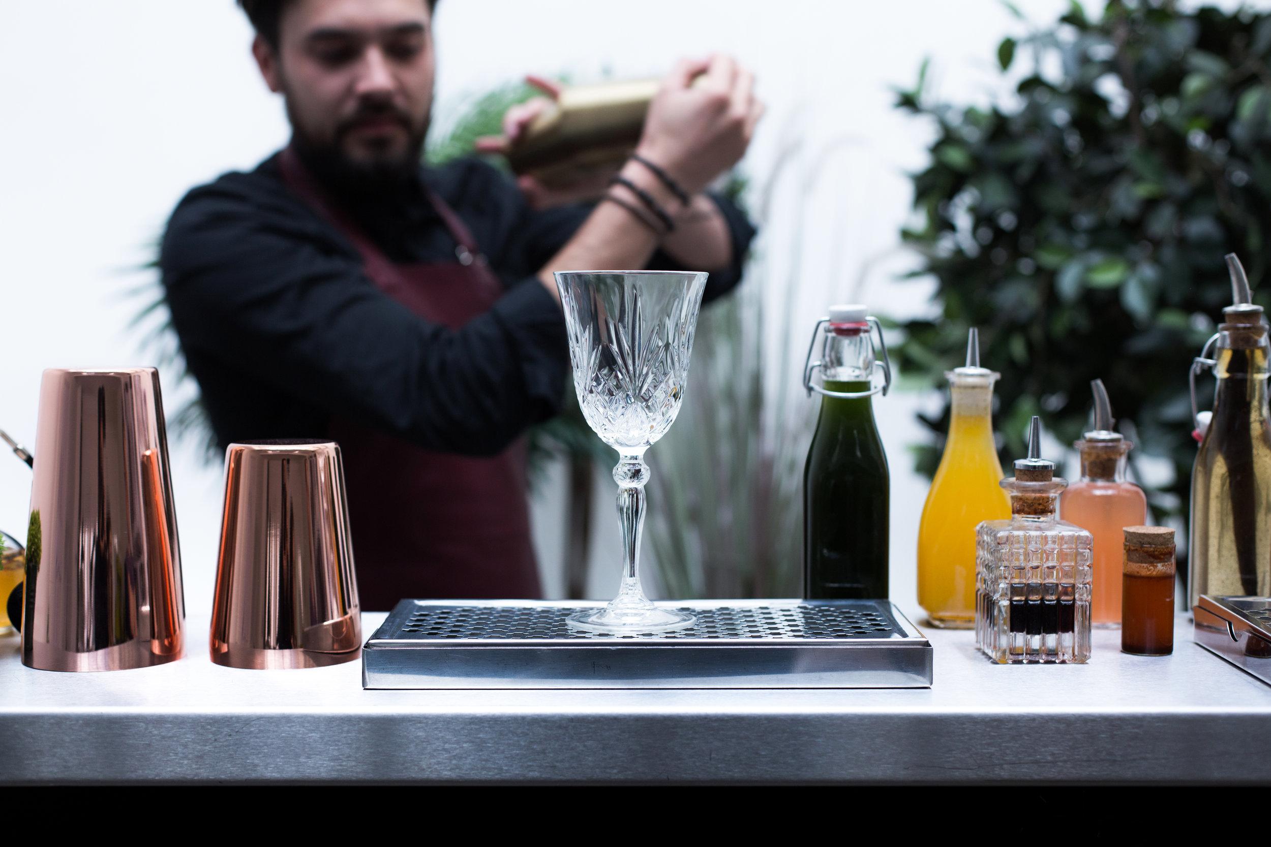 -prestations cocktails- - Evénements privés - Lancements de produits - Journées presse - Conventions - Séminaires- Création de cocktails sur-mesure.- Des bars modulables et personnalisables- Une équipe adaptée à vos besoins- Le tout clé en main