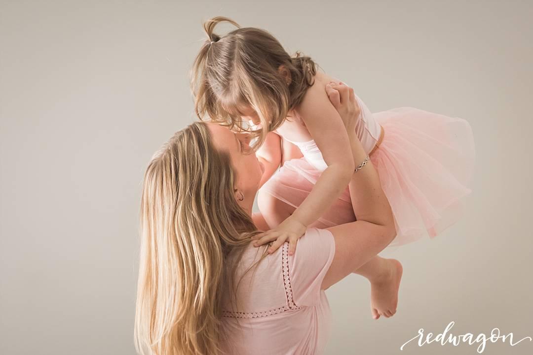 edmonton-family-photographer-redwagon-photography001.jpg
