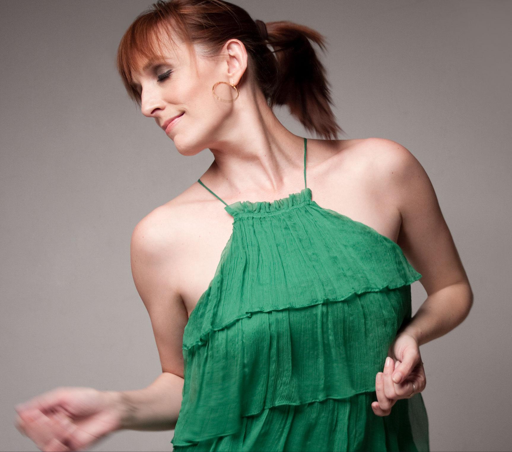 Julia Murney 1.jpg