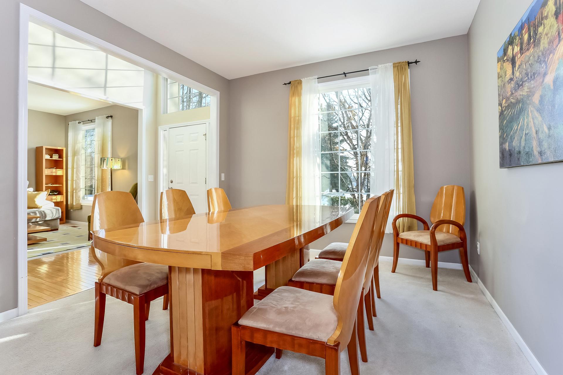013-Dining_Room-5199972-medium.jpg