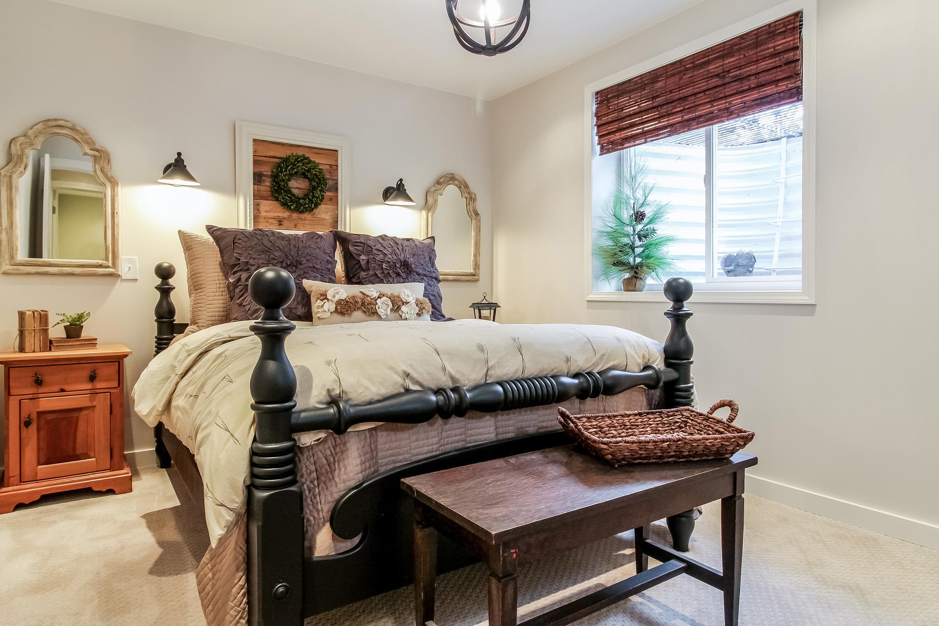 036-Bedroom-5442246-medium.jpg
