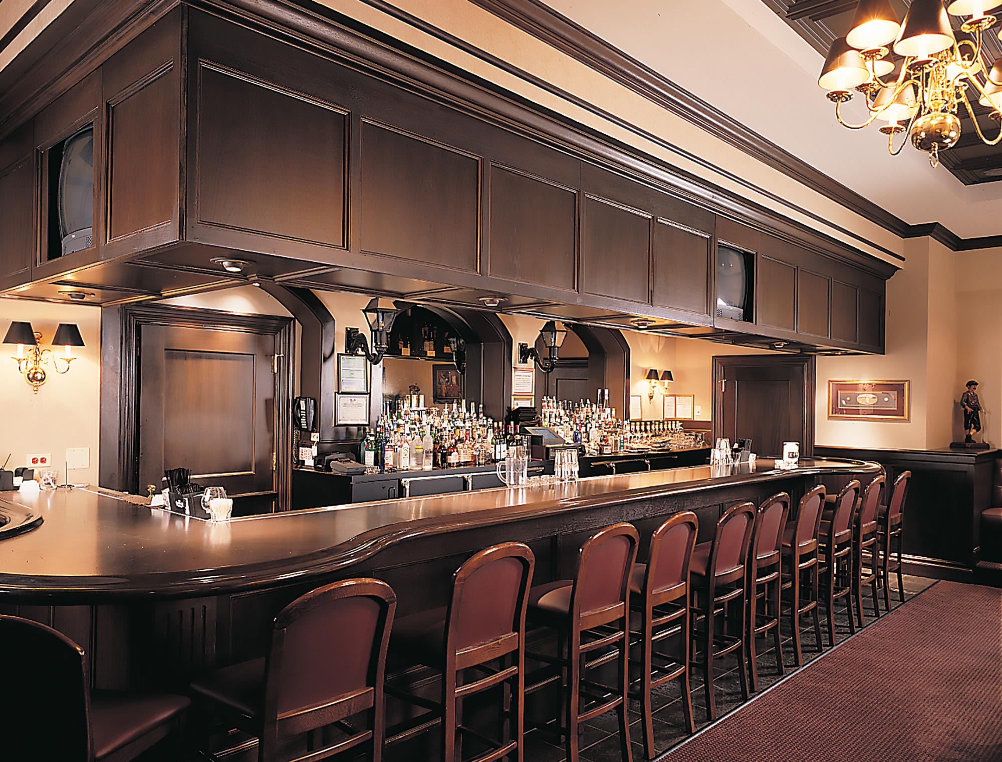 RUTH-CHRIS-BAR-3-2x.jpg