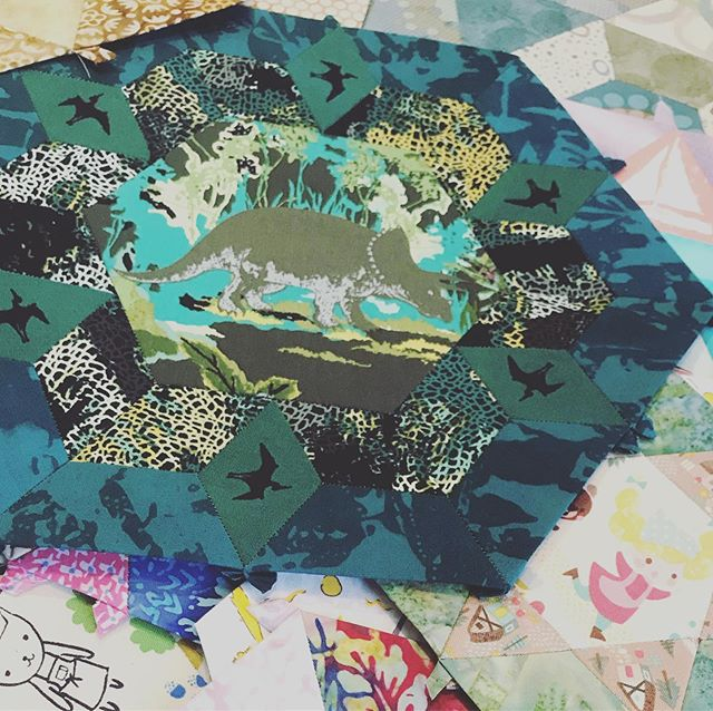 we love ❤️ when friends share their WIP!  look at this beauty!  #smitten #smittenquilt #epp #englishpaperpiecing #englishpaperpiecingeverywhere #katarinarocella #artgalleryfabrics #makersgonnamake #quiltersofinstagram #sewersofinstagram @katarinaroccella #doylestownpa #thesewingroomstore