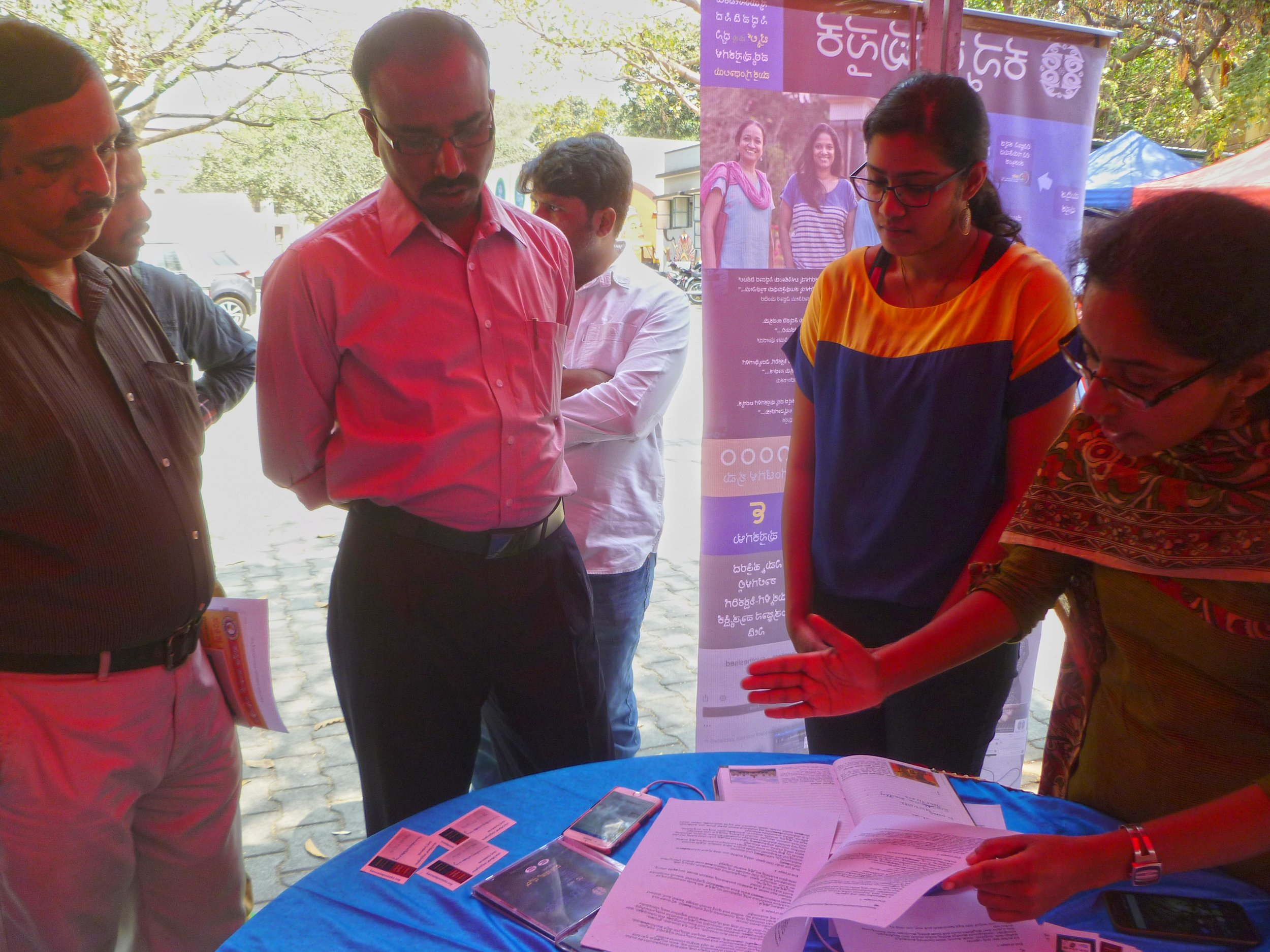 Our volunteers described the initiative to the chairman, Kannada and culture department, K.A. Dayananda at Ravindra Kalakshetra, Bengaluru on 5th March, 2017