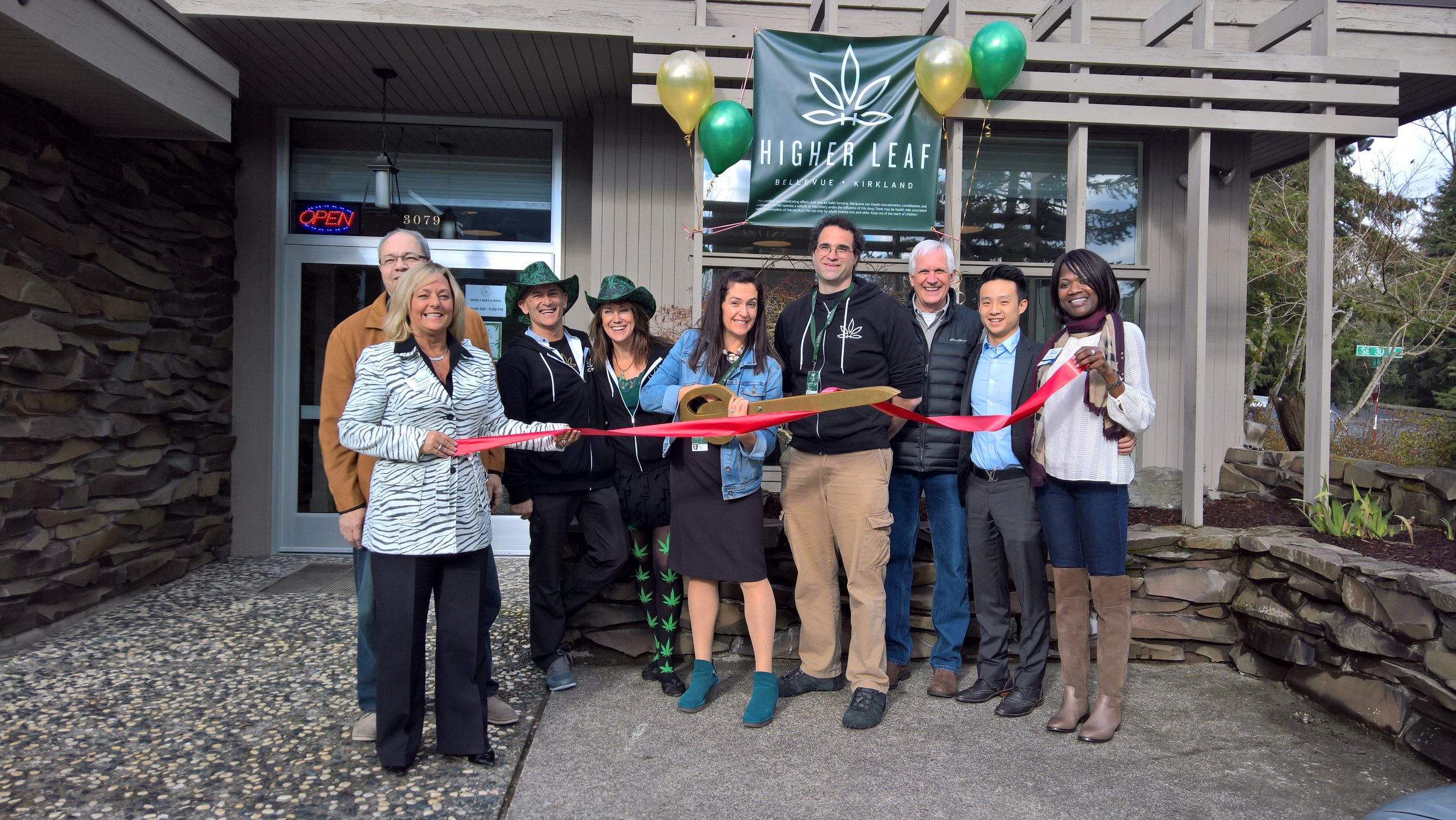 Members of the Bellevue Chamber of Commerce celebrated the opening of Higher Leaf's Bellevue location with a ribbon cutting ceremony. We're so excited to join the Bellevue community! We look forward to a great future with our fellow Eastgate businesses.