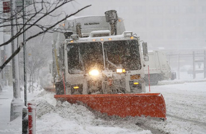 Snowstorm Hits the Northeast   New York Times