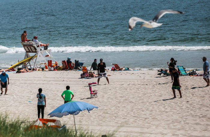 New Jersey Beaches Reopen, but Christie Catches More Heat   New York Times