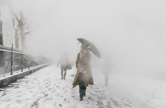 Snowstorm Pummels Eastern Seaboard   New York Times