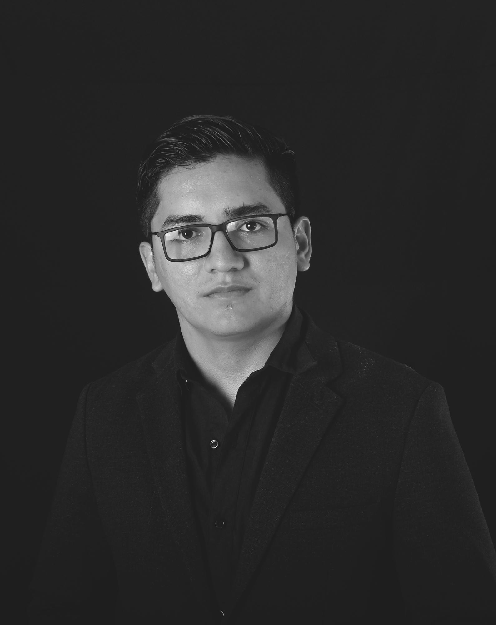 Fernando Robles   Diseñador | Gestión de marcas    Behance    |   Perfil Linkedin