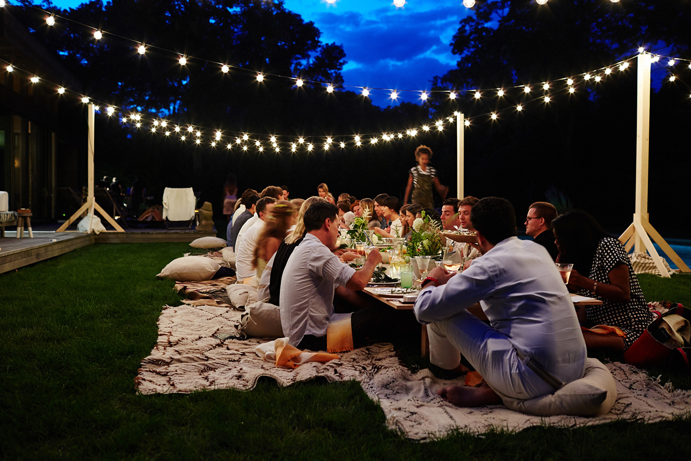 cointreau_la_maison_bar_amagansett_summer_evening_dinner_party_cocktails_entertaining_inspiration_chef_jeff_schwarz_tablescape_outdoor_setting_flowers_herbs_rustic_moroccan_rugs_string_l.jpg