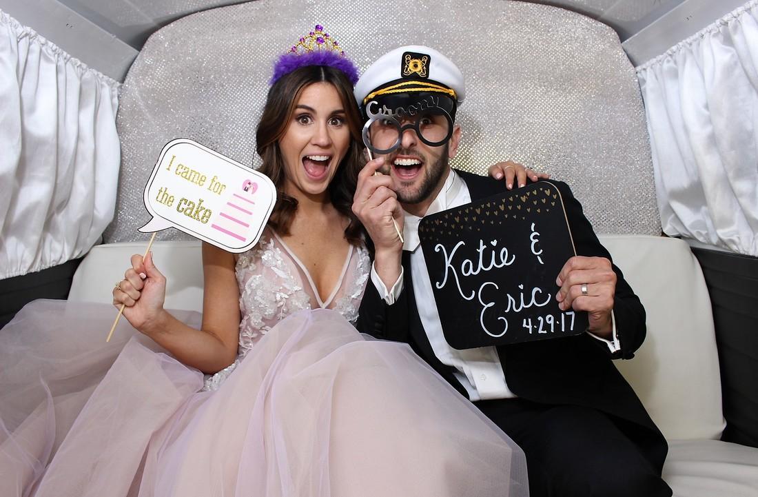 bride-and-groom-in-photo-booth_orig.jpg