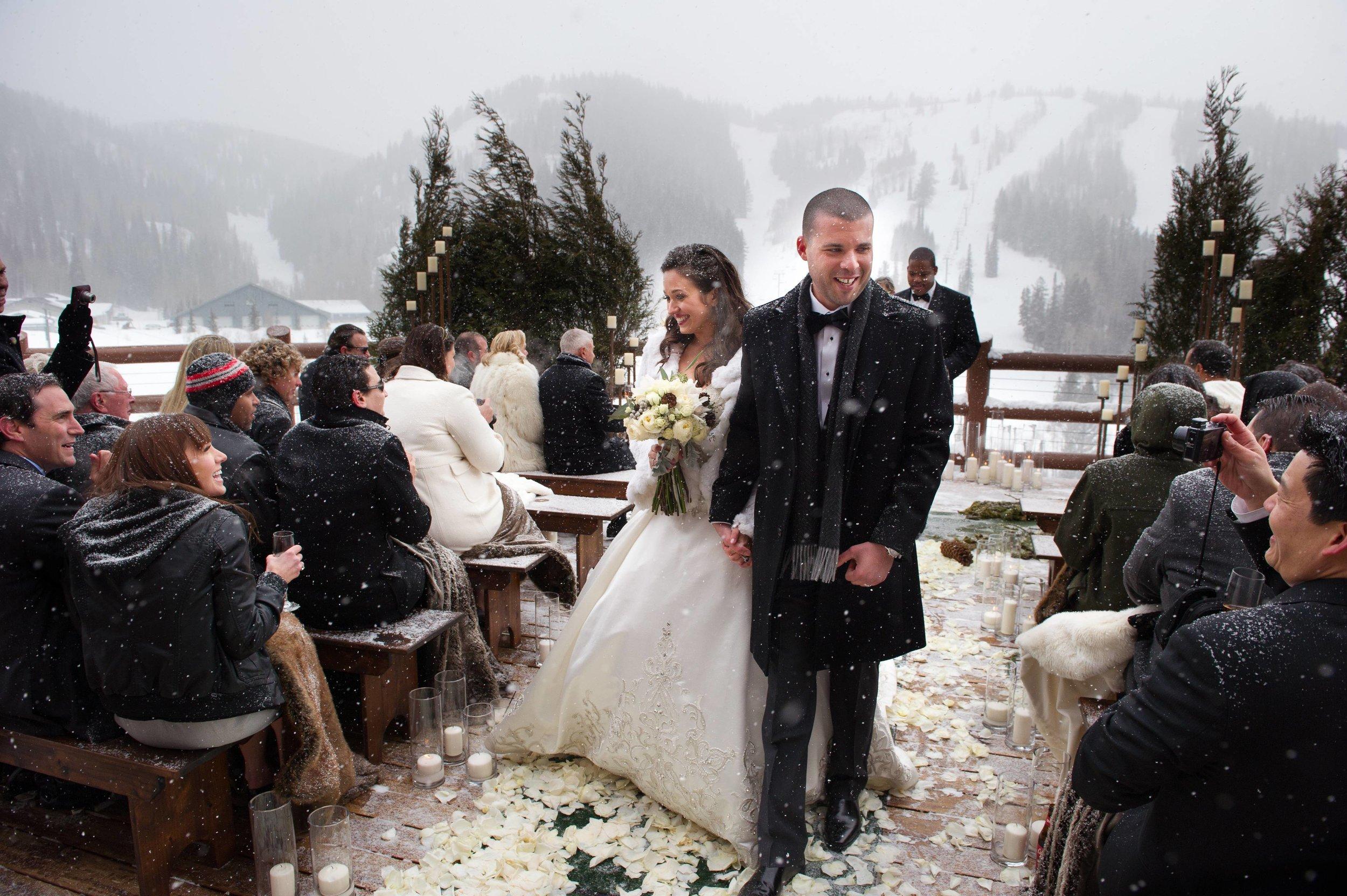 06_winter-wedding-ceremony.jpeg