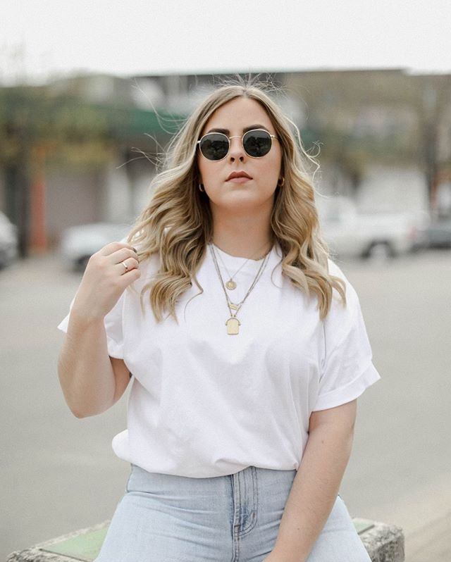 That Friday feeling ✨ • • • #mood #ootd #ss #theeverygirl #minimal #minimalist #rayban #theeverydaygirl #lollygolightlystyle #fridayfeels #blondesandcookies #thatsdarling #whatiwore #streetstyled #dallasblogger #wiw #ootdsubmit 📸: @victoria.vidana