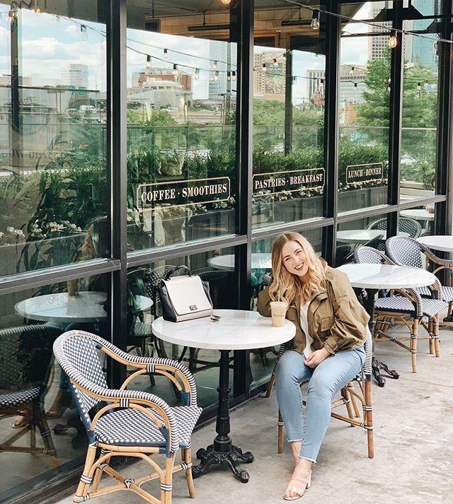 Happy Hump Day! Today on the blog I'm talking about my top 5 favorite coffee shops in Dallas! Link in bio to read! ☕️✨ • • • #lollygolightlystyle #lollygolightlytravels #dallascoffee #dallascoffeeshops #coffeegram #dallasblogger #dallasinfluencer #theeverydaygirl #ootd #pursuepretty #thehenrydallas