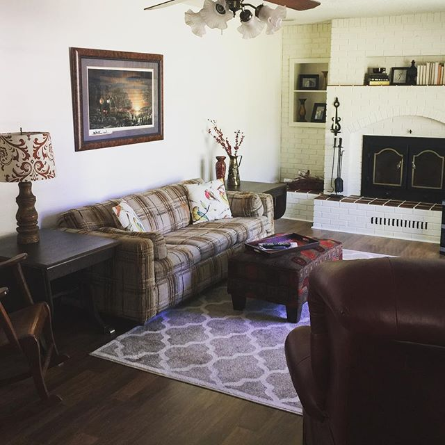 The Division living room was feeling a bit empty with just a couch and recliner. By painting the brick fireplace white and supplementing with decor from HHH inventory we were able to really warm up the space. #hiltonhadleyhome #occupiedstaging #spacesthatsell