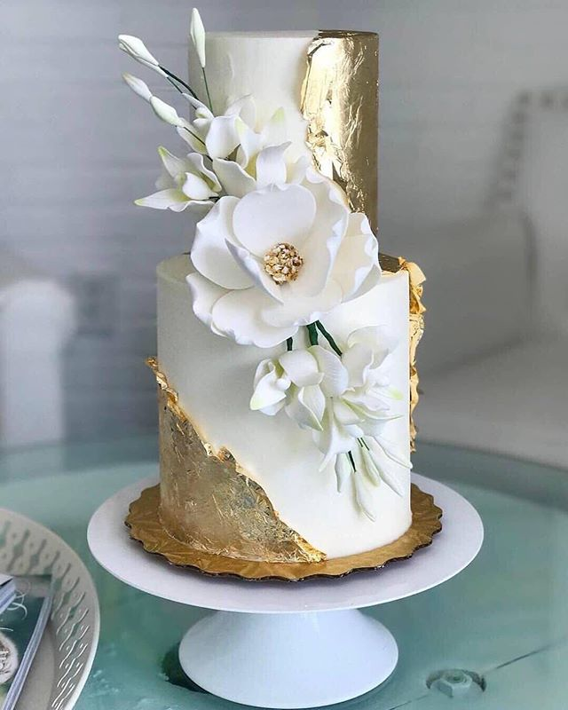 Cake inspo has hit new heights 😍🙌 // cake by @honeylovecakery via @raffaeleciucabridal