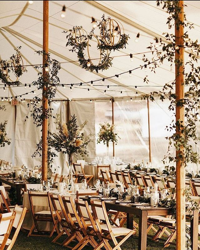 The reception that dreams are made of 😍 // pic via Pinterest, original credit unknown (tag if you do!!)