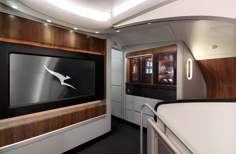 Qantas-A380-onboard-lounge-5 (1) RT.jpg