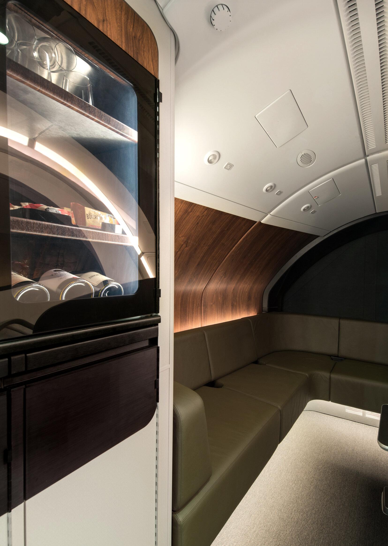 Qantas-A380-onboard-lounge-3 RT.jpg
