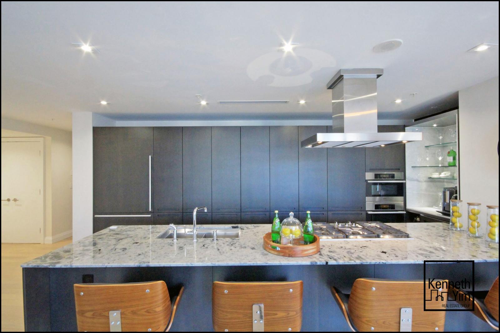 11 - Kitchen Front Shot - IMG_0916_7_8.jpg