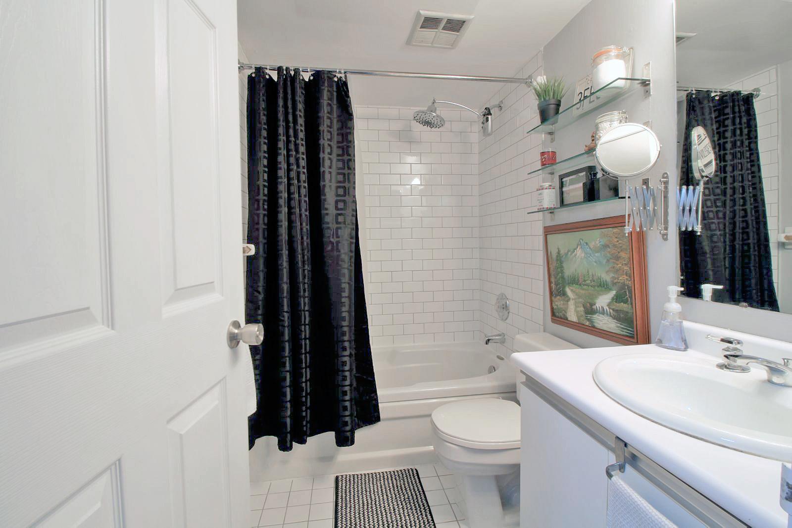 06 - 801 King Street West 907 - Bathroom.jpg