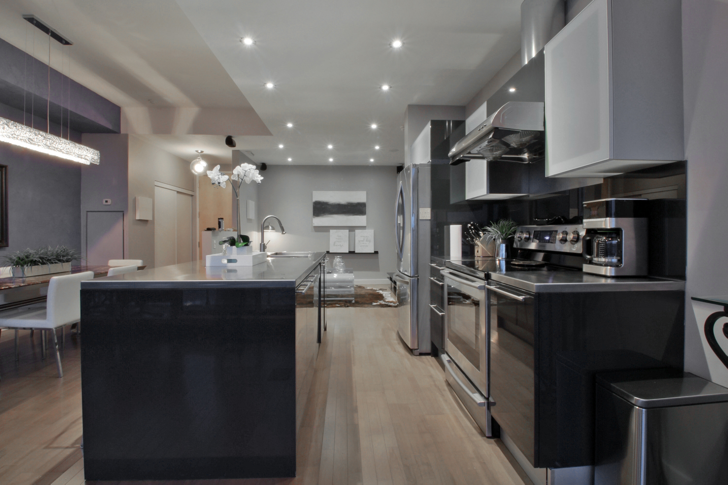 03 Living and Kitchen 1.jpg