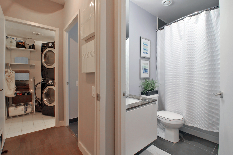 09 Bathroom Foyer 2.jpg