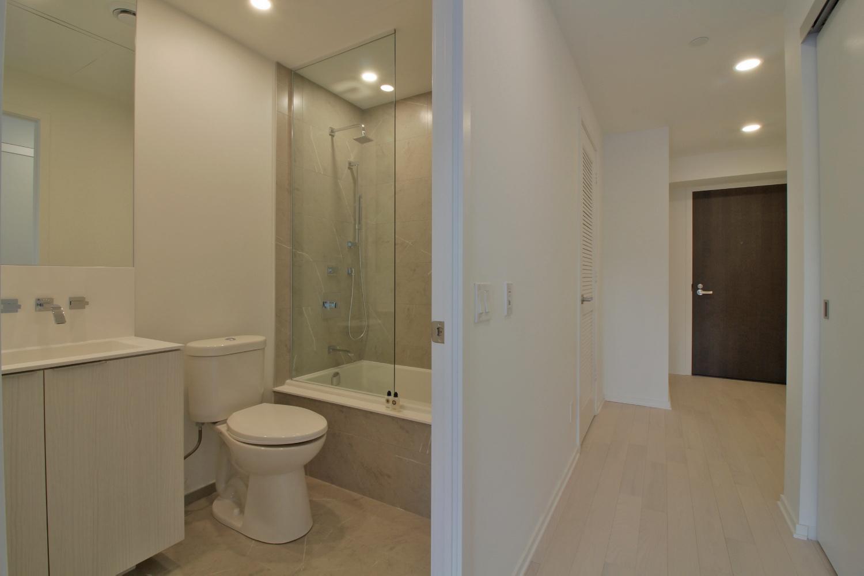 12 Bonnycastle Street 727 - 09 Bathroom.jpg